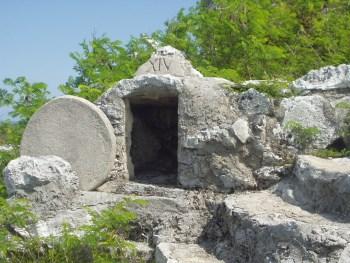 Isten ma is elhengeríti a köveket
